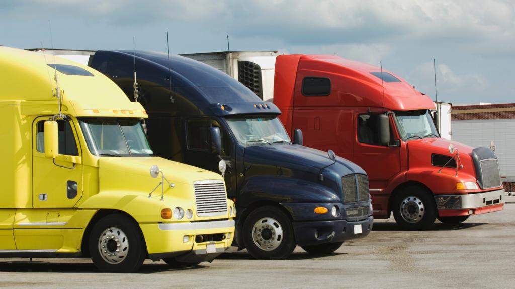 Grasa Automotriz: la importancia de elegir la adecuada para los vehículos de carga pesada.